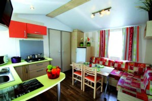Mobil home 6 personnes 2 chambres cuisine